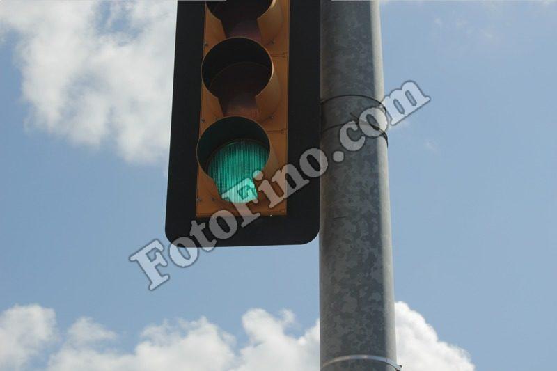 Green Light - FotoFino.com
