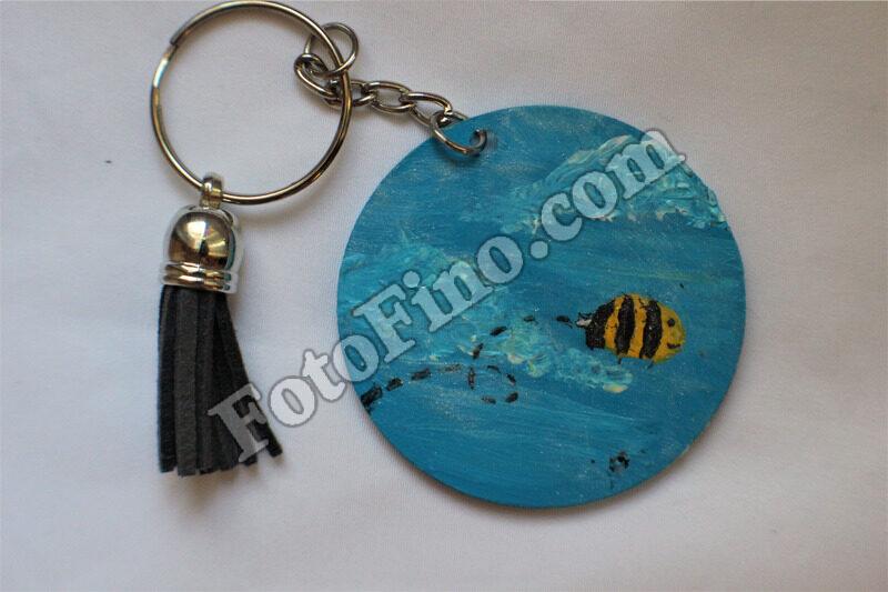 Bee Flying - FotoFino.com